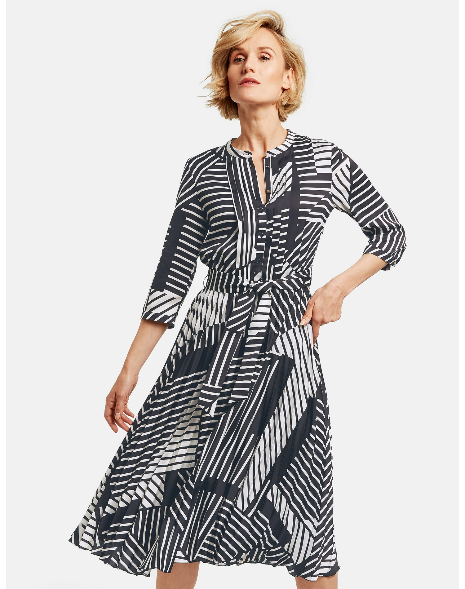 Image of GERRY WEBER Kleid Gewebe »Kleid mit grafischem Muster«
