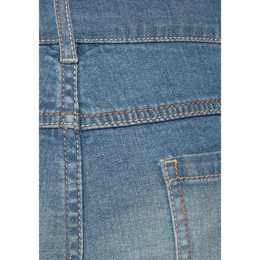 Bench. Jeansshorts, mit modischen Badges
