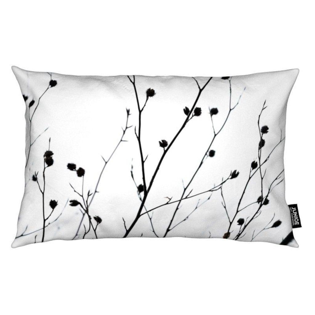 Juniqe Dekokissen »Winter Silhouettes 2«, Weiches, allergikerfreundliches Material