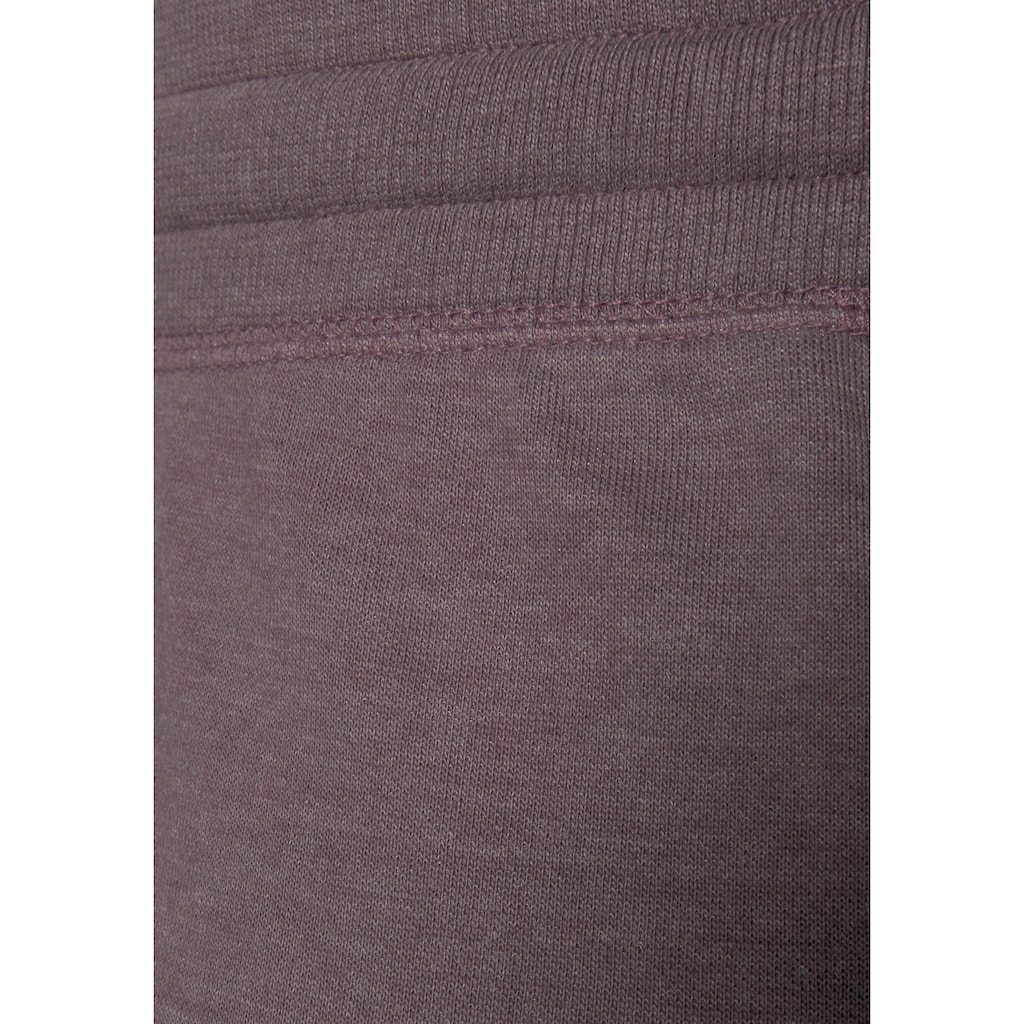 Bench. Loungehose, mit aufgesetzten Taschen