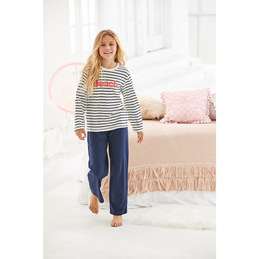 Bench. Pyjama, im Streifen Look