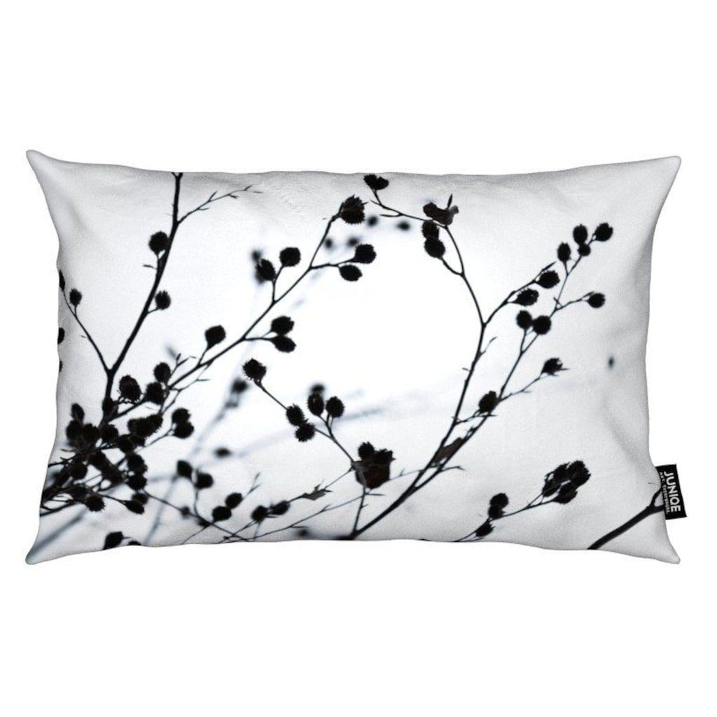 Juniqe Dekokissen »Winter Silhouettes 1«, Weiches, allergikerfreundliches Material