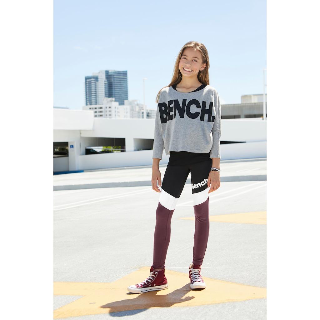 Bench. Langarmshirt, mit grossem Logoschriftzug