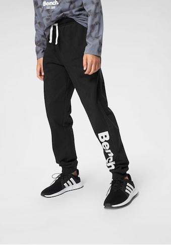 Bench. Sweathose, mit grossem Logo-Druck und Nahttaschen kaufen